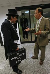Top_hat_and_tails_1